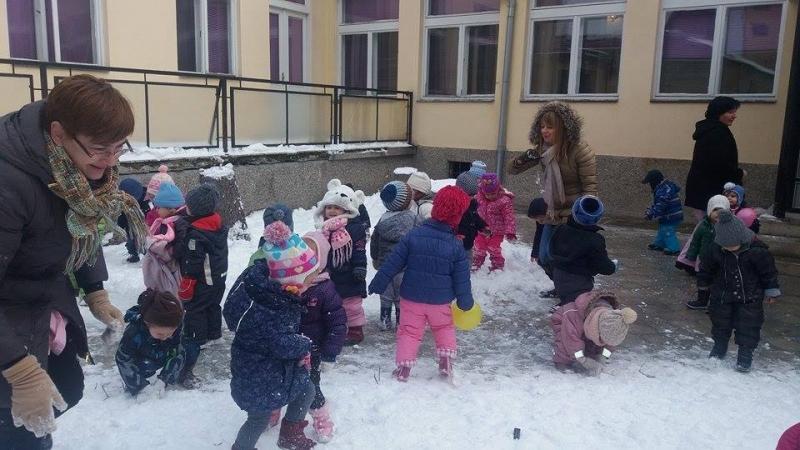 """Игре на снегу у објекту """"Пужић"""""""