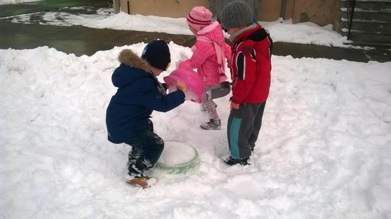 Игре на снегу у вртићу