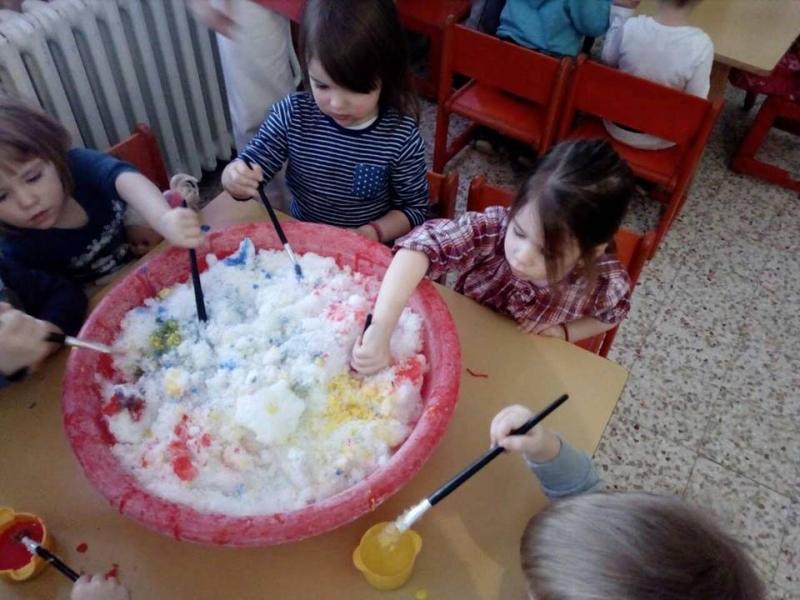 Бојање снега у објекту
