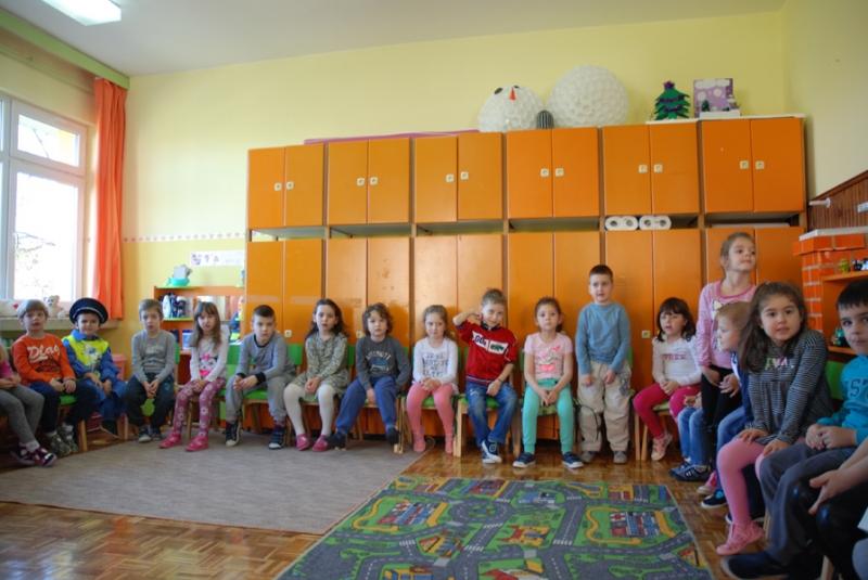 Најмлађим учесницима у саобраћају поклоњени рефлектујући прслуци