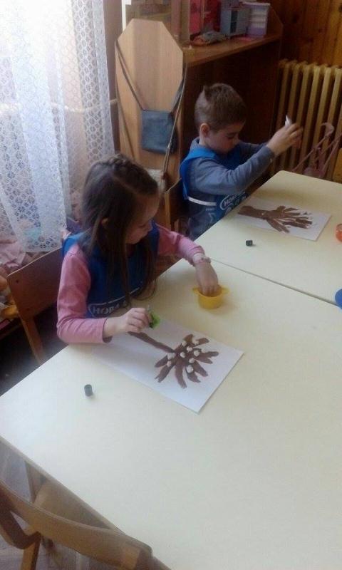 Ликовна активност- Пролећно дрво