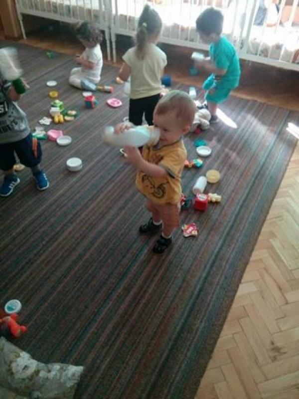 Игра звечкама у млађој јасленој групи