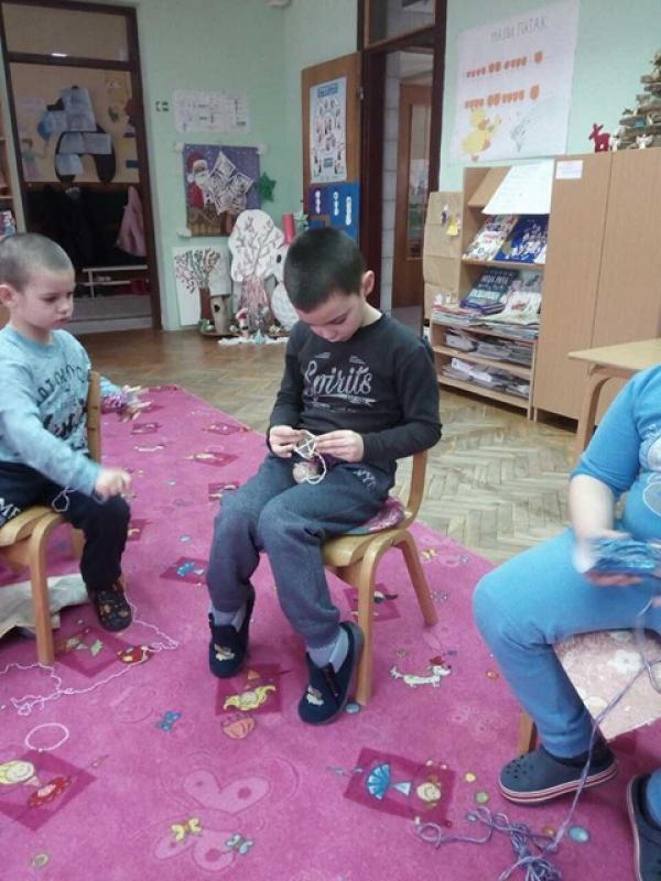 Плетење прстима и штапићима