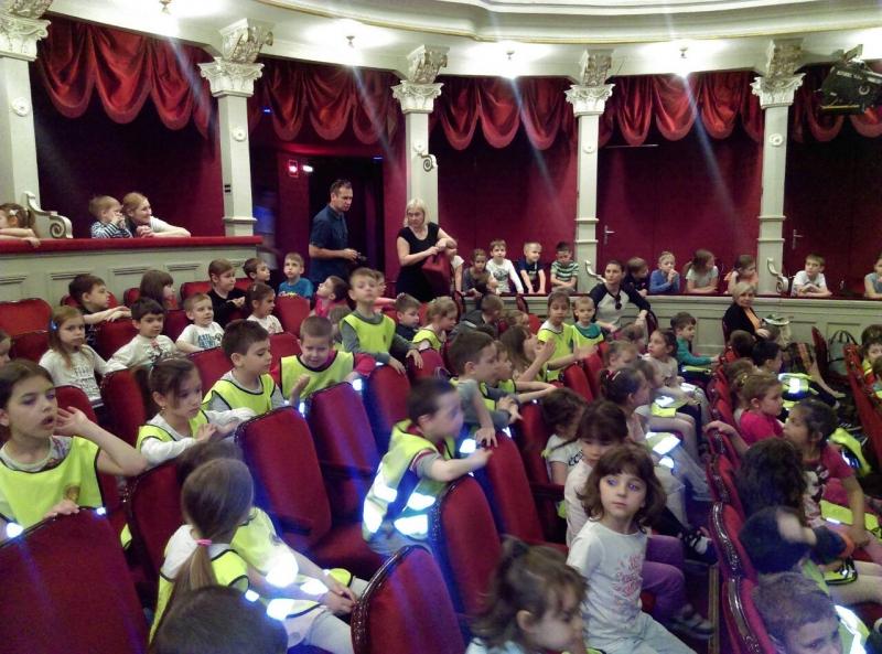 Деца  на  концерту  'Кутија  за  играчке '
