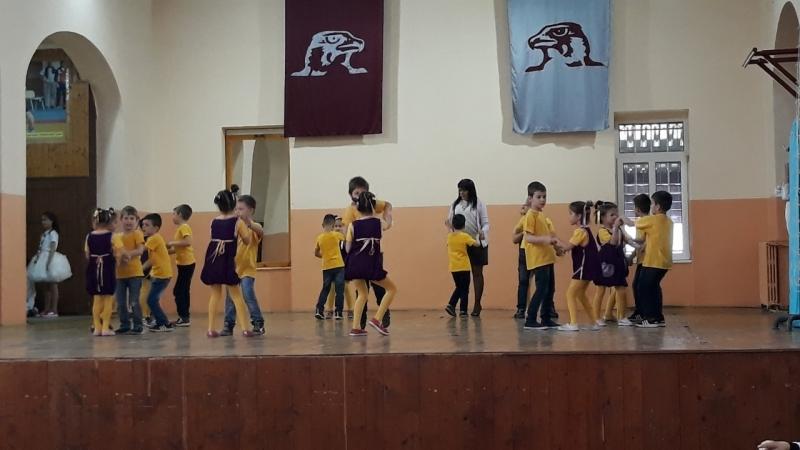 Добротворни пролећни плес